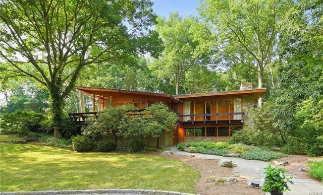 Moby Takes $1.1M for Midcentury Modern in New York, With Sale Proceeds Supporting Charitable Work