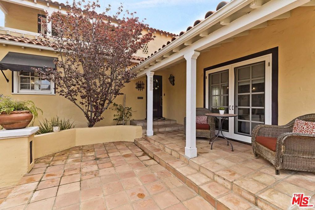 Miraculous Emma Stone Acquires Charming Spanish Eclectic In L A For Beutiful Home Inspiration Ommitmahrainfo
