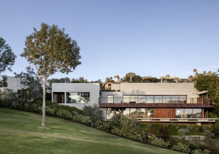 Agahnia House in La Jolla by Sebastian Mariscal