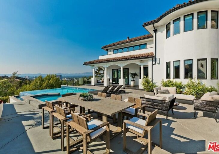 Dwyane Wade and Gabrielle Union Sell L.A. Home for Below-Purchase $5.5M